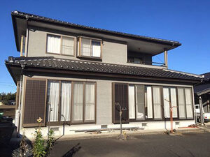 「窓の下の汚れが気になっていたT様邸!外壁塗装でピカピカに!(千葉県松戸市)」のBefore写真