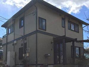 「築9年のI様邸。黒ずんでしまったモルタル外壁も塗装でピカピカに!(千葉県船橋市)」のBefore写真
