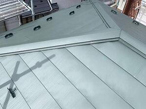 「色あせや汚れが目立つスレート屋根の重ね葺き工事をした施工事例(神奈川県川崎市)」のAfter写真