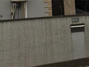 「汚れが蓄積して黒ずんだモルタル外壁を塗装!築17年のO様邸(千葉県鎌ケ谷市)」のBefore写真