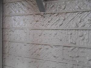 「築13年のS様邸、外壁に生じた黒ずみやコケを洗い流してピカピカに!(千葉県流山市)」のBefore写真