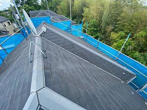 「色あせが目立つようになったスレート屋根を重ね葺き!築16年の住宅(千葉県鎌ケ谷市)」のBefore写真