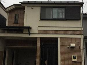 「外壁塗装とスレート屋根の重ね葺きをまとめて施工したK様邸(千葉県松戸市)」のBefore写真