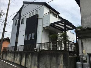 「ツートンカラーのK様邸!黒ずみで汚れていた外壁が新築当時の輝きに(千葉県船橋市)」のBefore写真