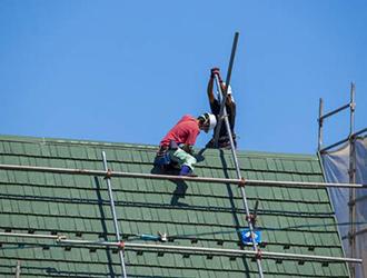 コロニアル屋根の葺き替え工事とは?費用や工事内容を解説