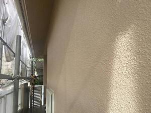 「築22年のモルタル外壁の塗装!劣化の激しかった塀もここまでキレイに(神奈川県横浜市)」のAfter写真