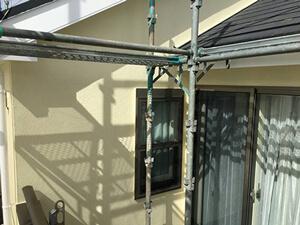 「黒ずみ汚れのある外壁を2色で塗装!屋根は重ね葺き施工した事例(千葉県船橋市)」のAfter写真