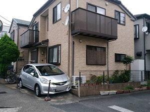 「外壁にコケが生じた築8年のT様邸。コケを落としてクリアー塗装施工(千葉県船橋市)」のBefore写真