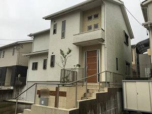 「外壁と屋根をまとめて塗装 !美しい外観を取り戻した築14年の住宅(千葉県市川市)」のBefore写真
