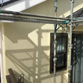 黒ずみ汚れのある外壁を2色で塗装!屋根は重ね葺き施工した事例(千葉県船橋市)