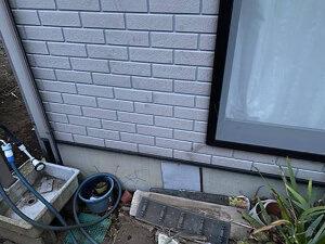 「ひび割れが発生した築10年のサイディング外壁を塗装した施工事例(千葉県千葉市)」のBefore写真