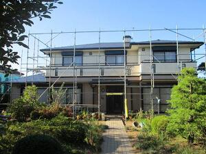 「1階と2階で色を分けた塗装に!屋根も塗装し新築のようなF様邸(千葉県松戸市)」のAfter写真