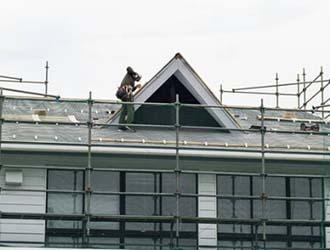 屋根の業者選びのポイントを解説!費用相場や探し方も紹介