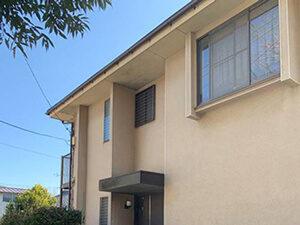 「ひび割れが生じたモルタル外壁を補修・塗装したM様邸の施工事例(東京都三鷹市)」のBefore写真