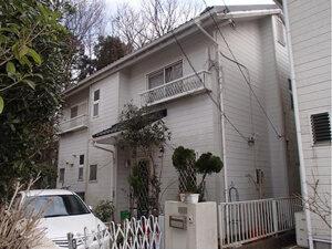 「黒ずみが目立つサイディング外壁をピカピカに塗装!築16年のT様邸(千葉県流山市)」のBefore写真