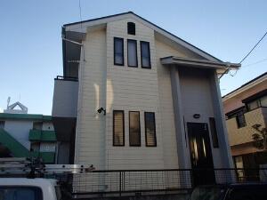 「外壁と屋根をまとめて塗装し、見違えるほどきれいになった M様邸(東京都武蔵村山市)」のBefore写真