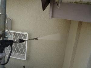 「ひび割れが生じた外壁を補修・塗装!築16年のモルタル外壁の住宅(神奈川県寒川町)」のBefore写真
