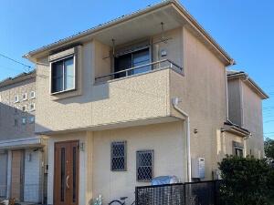 「外壁塗装と屋根の重ね葺きで新築のような住宅になったM様邸(千葉県市川市)」のBefore写真
