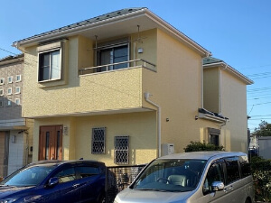 「外壁塗装と屋根の重ね葺きで新築のような住宅になったM様邸(千葉県市川市)」のAfter写真