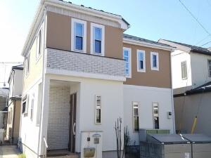 「気になる汚れが塗装でキレイに!1階と2階で2色を使い分けたM様邸(千葉県千葉市)」のAfter写真